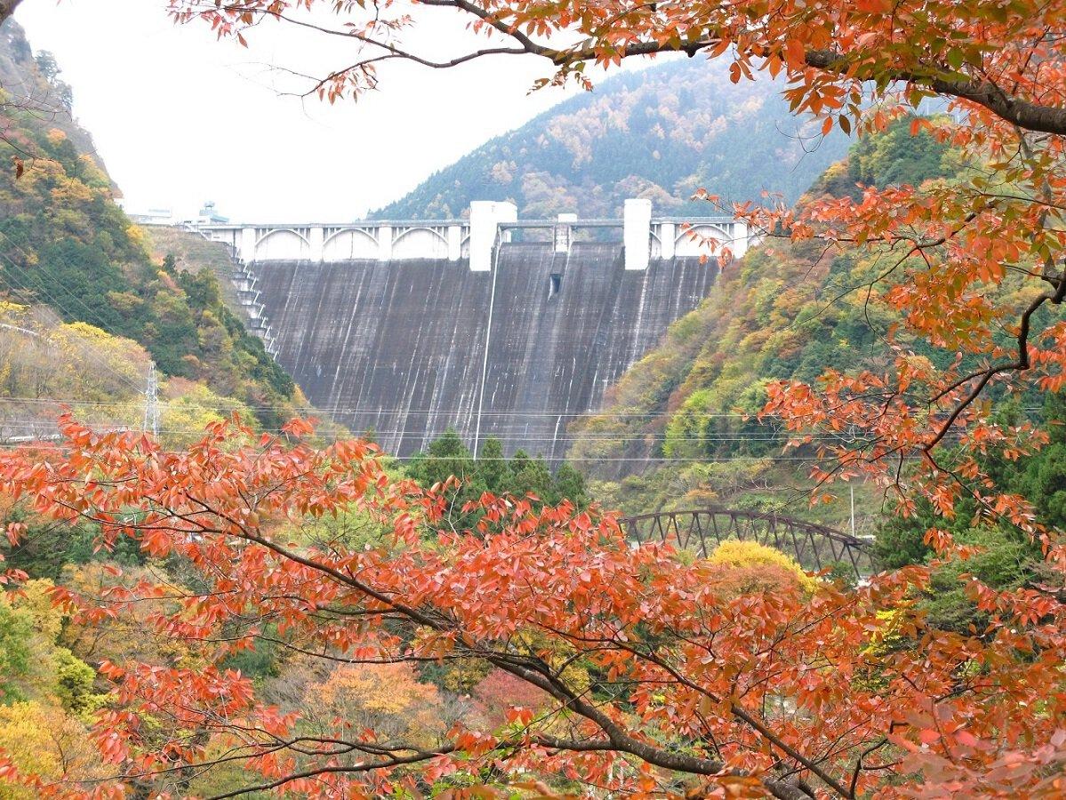 浦山ダムの紅葉