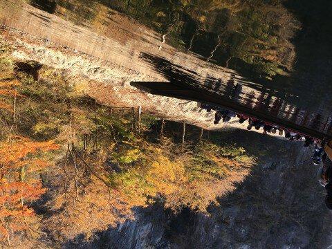 猊鼻渓の紅葉写真
