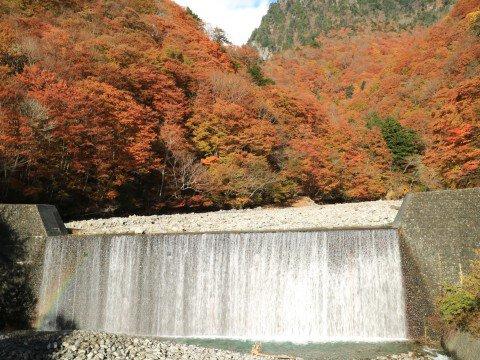 西沢渓谷の紅葉写真