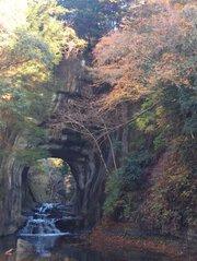 濃溝の滝(亀岩の洞窟)の紅葉