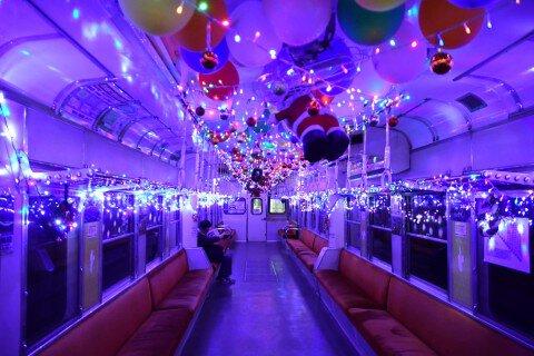 小湊鐵道イルミネーション列車の紅葉写真