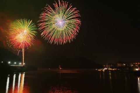 馬なり大逃げさん投稿の第70回さがみ湖湖上祭花火大会