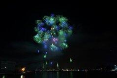 yamasemi_tさん投稿の第54回さかいで大橋まつり海上花火大会