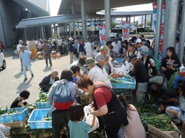 竜王駅前甲斐てき朝市(8月)