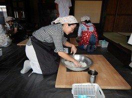 国営昭和記念公園 こもれびの里「農家でうどん作り」(8月)