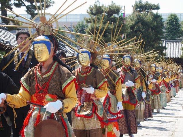 3年に1度!知恩寺の二十五菩薩練り供養と社寺を彩る牡丹・イチハツ巡り