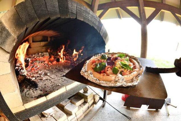 石釜で焼く野山の恵みピッツァ