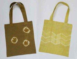 児童センター工作室 草木染めの手持ちバッグ
