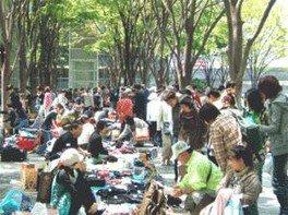 さいたま新都心「けやき広場」フリーマーケット(6月)