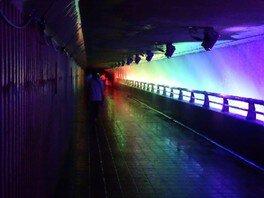 錦秋湖大滝ライトアップ滝の中の歩行体験