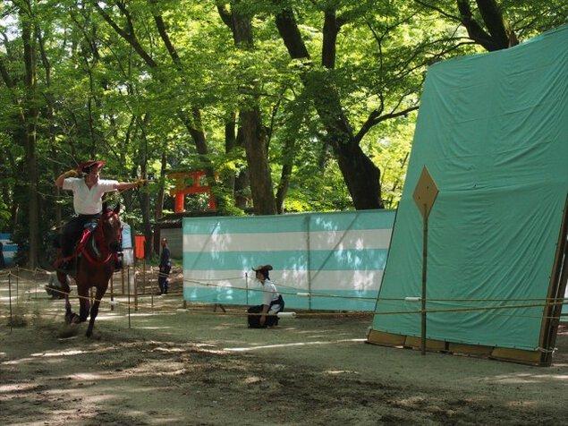 散策・新緑輝く下鴨神社の特別拝観と流鏑馬準備中の糺の森へ