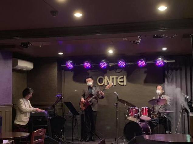 Friday Jazz Live Dr小畑孝廣Trio + Vo伊藤綾(4月)
