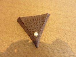 革でつくる三角財布