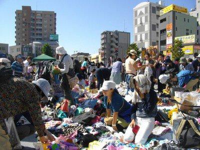朝霞駅前南口広場フリーマーケット(8月)