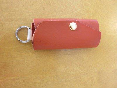 大きいキーも付けられる革のキーケース