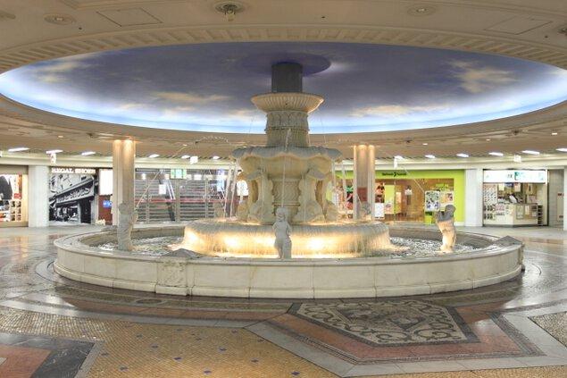 ホワイティうめだ さよなら泉の広場