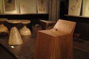 象鯨彫刻家具と人物クロッキー