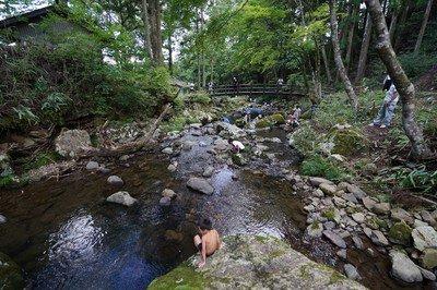 山の大自然、夏休みは川遊びで大満喫!