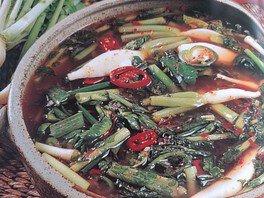 林賢宜さんの韓国料理教室「味付き豚足・青菜の水キムチ」