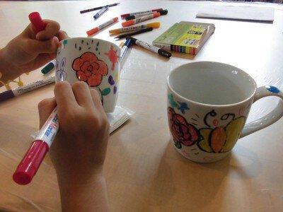陶器に絵を描こう!マグカップの絵付け体験