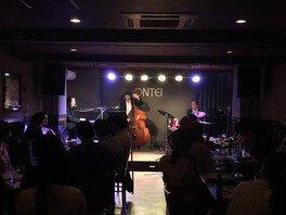 梅雨時にしっとりJazz Live Dr小畑孝廣Trio+Vo伊藤綾