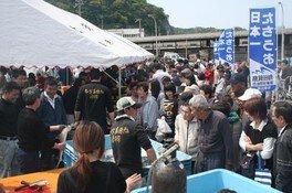箕島漁港とれピチ朝市(8月)