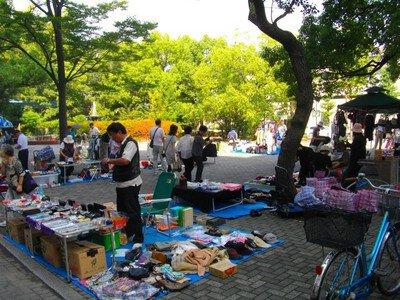 高島平団地噴水広場 フリーマーケット(8月)