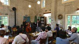 英国式庭園 ガーデンハウスカフェ ミニコンサート