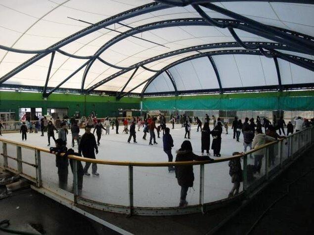 全天候型 スケートリンク ヒルホテルサンピア伊賀