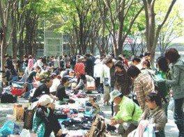 さいたま新都心「けやき広場」フリーマーケット(7月)