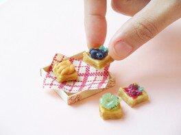 粘土クラフトで小さなフルーツデニッシュをつくろう!