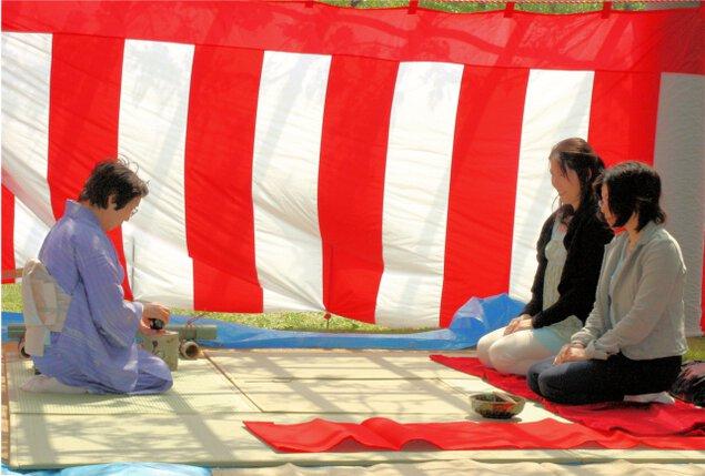 花立山を楽しむ会~春の茶会~