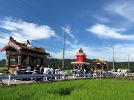 楡木大杉神社の夏祭り「楡木町の山車・彫刻屋台運行」