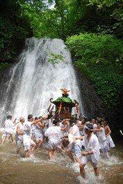 白瀑神社例大祭「みこしの滝浴び」<中止となりました>