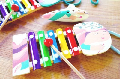 手作りを楽しもう 夏のスペシャルメニュー!「鳴らして遊べるおえかき鉄琴orジャンボオカリナの絵付け」
