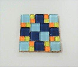 企画展関連ワークショップ ガラスタイルで作る「モザイクタイルコースター」