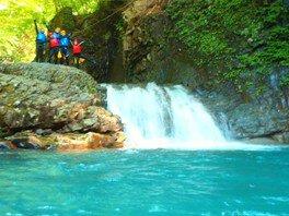シャワークライミング「青の渓谷!ブルーキャニオン」伊香保榛名近くで沢遊び・渓谷歩き