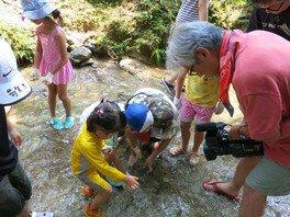 なか・やちよの森公園 渓流でアマゴのつかみ取りとアルミ缶でご飯づくり!
