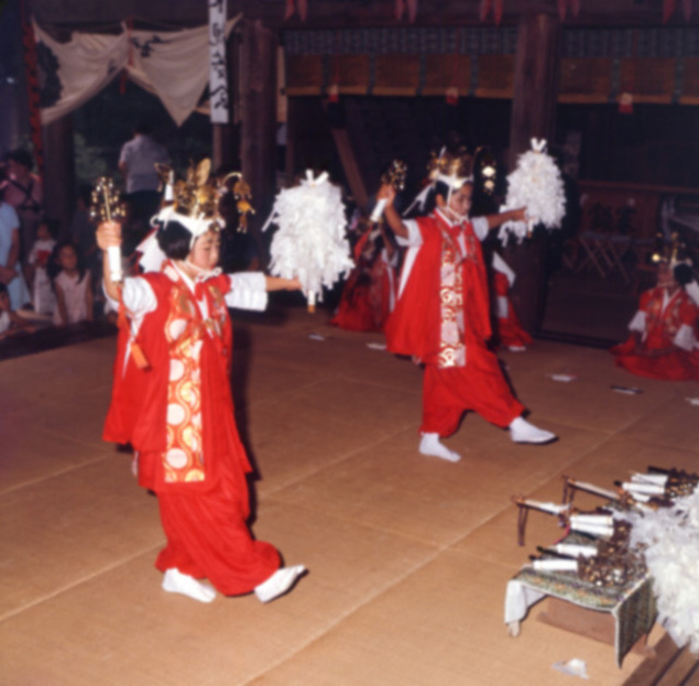 河口浅間神社例祭 稚児の舞