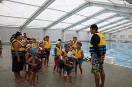 B&Gプールで水上スキー・水辺の安全教室