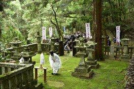 毛利元就公墓前祭