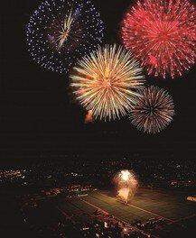 約2000発の花火が夏の夜空を彩る
