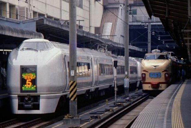 改元記念!学芸員による「平成」ガイドツアー ~車両をめぐり、時刻表をめくり振り返る東日本の鉄道シーン~