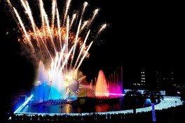 800発の花火&噴水コラボショー