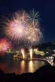 伊豆山温泉さざえ祭り&第68回納涼海上花火大会