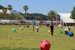 淡路島国営明石海峡公園 でかボールであそぼう