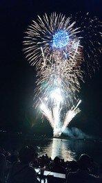 琵琶湖上から打ち上がる花火を間近に観賞できる