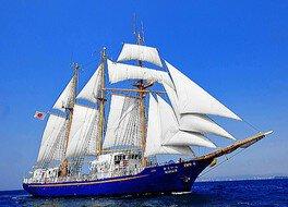 「帆船みらいへ」で神戸港海上花火大会観賞