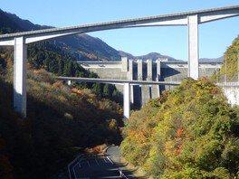 滝沢ダムの紅葉