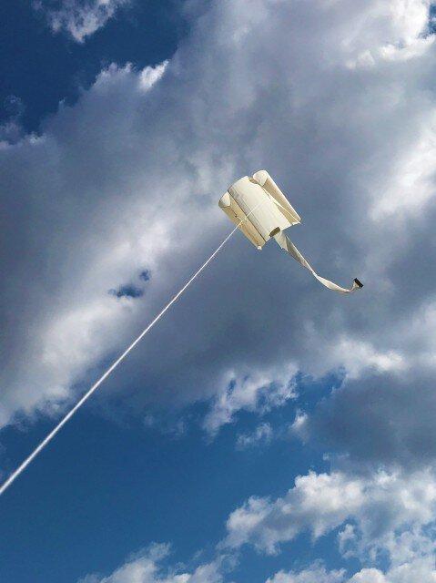 三沢航空科学館 5月ワークショップ「ぐにゃぐにゃ凧をつくろう」